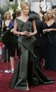 Theron Oscars 2006.jpg