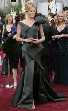 Theron Oscars 2006.jpg
