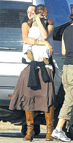 Angelina Jolie Zahara Brad Pitt.jpg