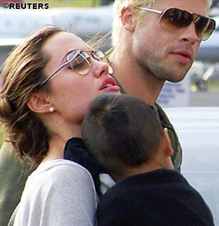 Brad Pitt Angelina Jolie Family Pic.jpg