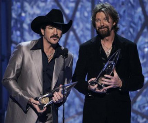 brooks-dunn-cma-awards-11-7-2006.jpg