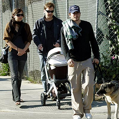 gyllenhaal-family-outing-11-29-2006.jpg