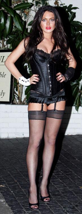 linday-lohan-halloween-outfit-11-6-2006.jpg