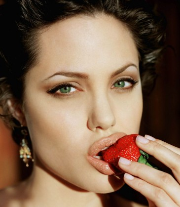angelina-jolie-quote-day-lotion-12-13-06.jpg