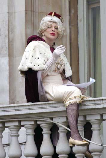 courtney-love-queen-for-a-day-1-1-2006.jpg