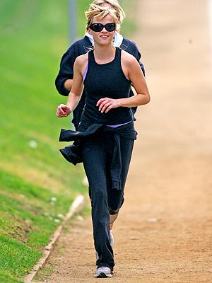 reese-witherspoon-running-1-31-07.jpg