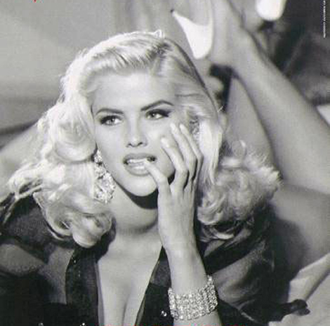 Celebrity Autopsy Pictures on Anna Nicole Smith   S Autopsy Is Currently Underway      If Coroners