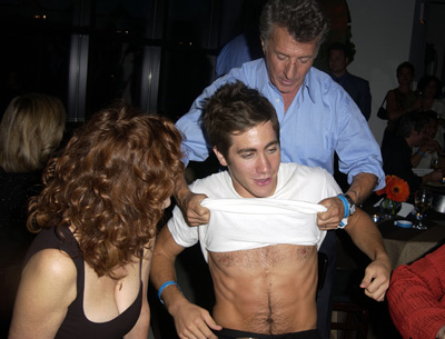 jake-gyllenhaal-tighty-whities-3-6-07.jpg