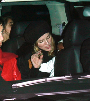 madonna-david-banda-car-seat-3-9-07.jpg