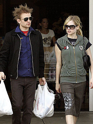avril lavigne and deryck whibley. Trendy couple Avril Lavigne
