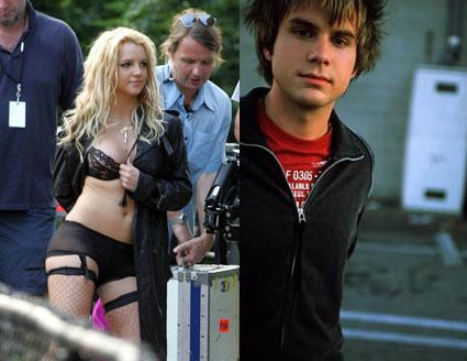 britney-spears-howie-day-dating-4-5-07.JPG