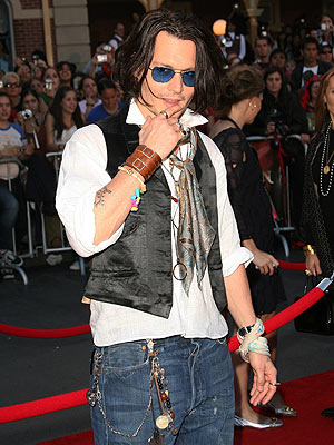 johnny-depp-pirates-disneyland-5-21-07.jpg
