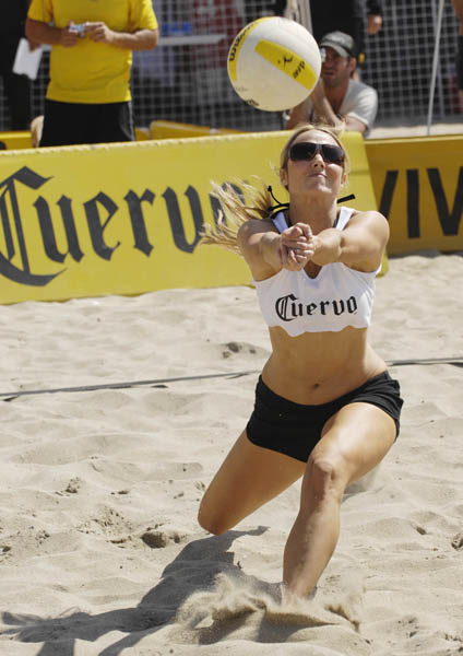 stacy_keibler_volleyball-hottest-5-4-07.jpg