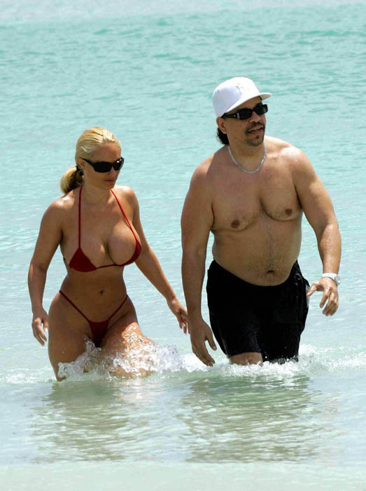 ice t coco. Hits Beach with Ice-T