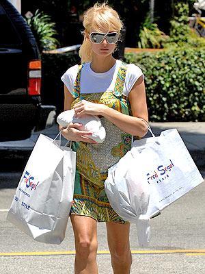 paris-hilton-shopping-spree-7-5-07.jpg