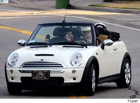 britney-spears-cant-drive-8-2-07.jpg
