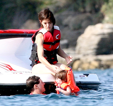 tom cruise young photos. tom-cruise-katie-holmes-8-7-07