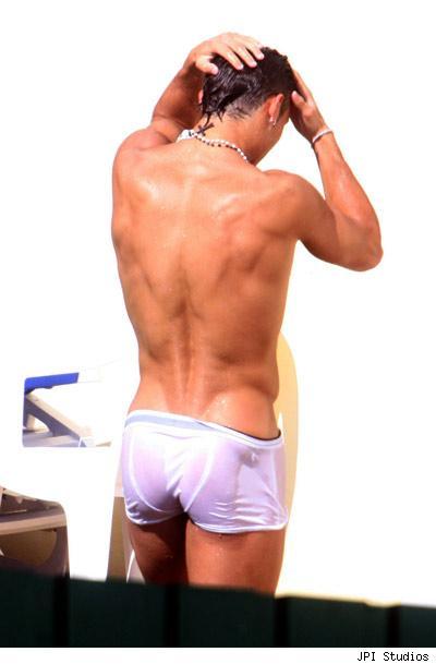 cristiano-ronaldo-hottest-9-11-07.jpg