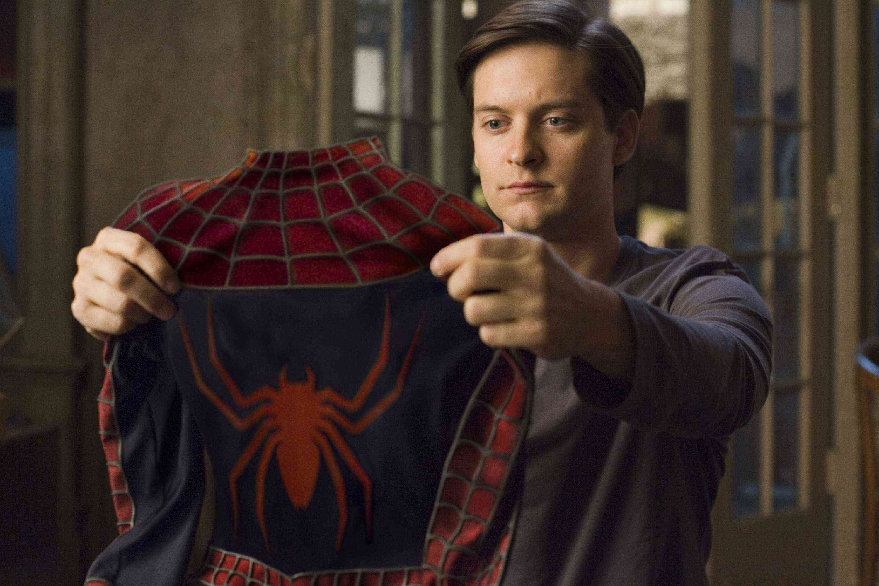 Tobey Maguire Ditches Spidey