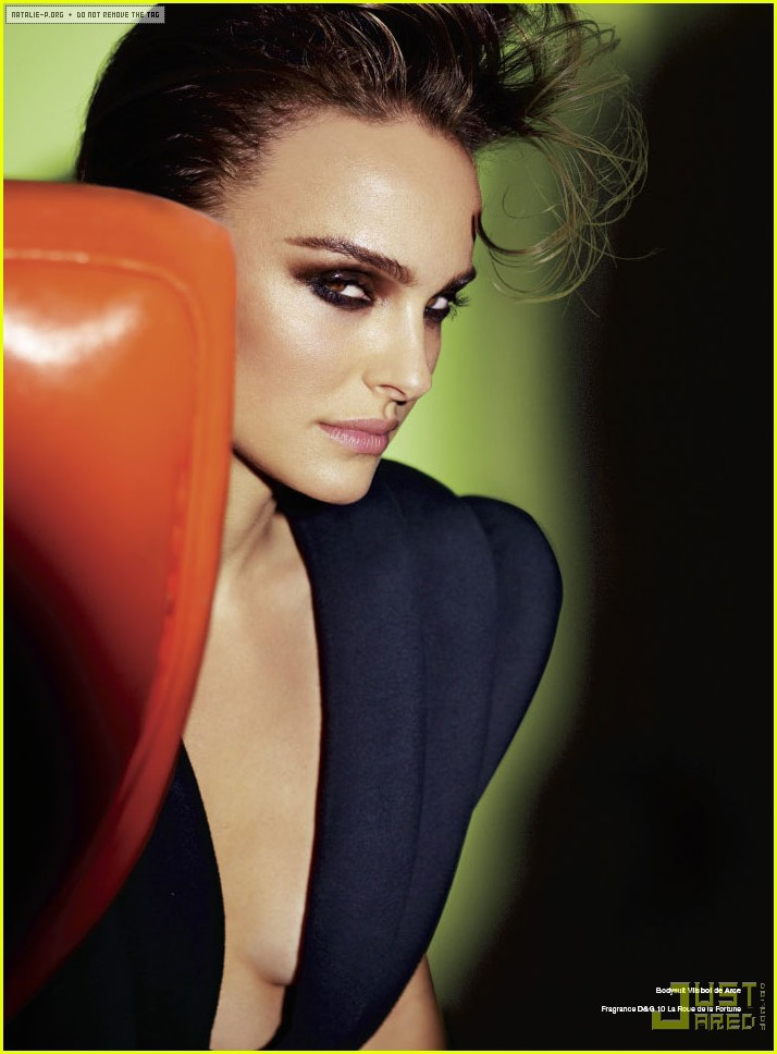 Natalie Portman is tres vogue in V