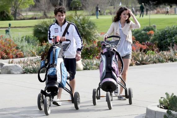 Nick Jonas Leaves His House (1)