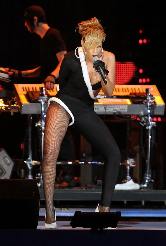 Pepsi Super Bowl Fan Jam - Rihanna