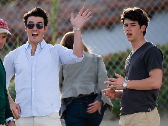 Kevin and Nick Jonas on Set