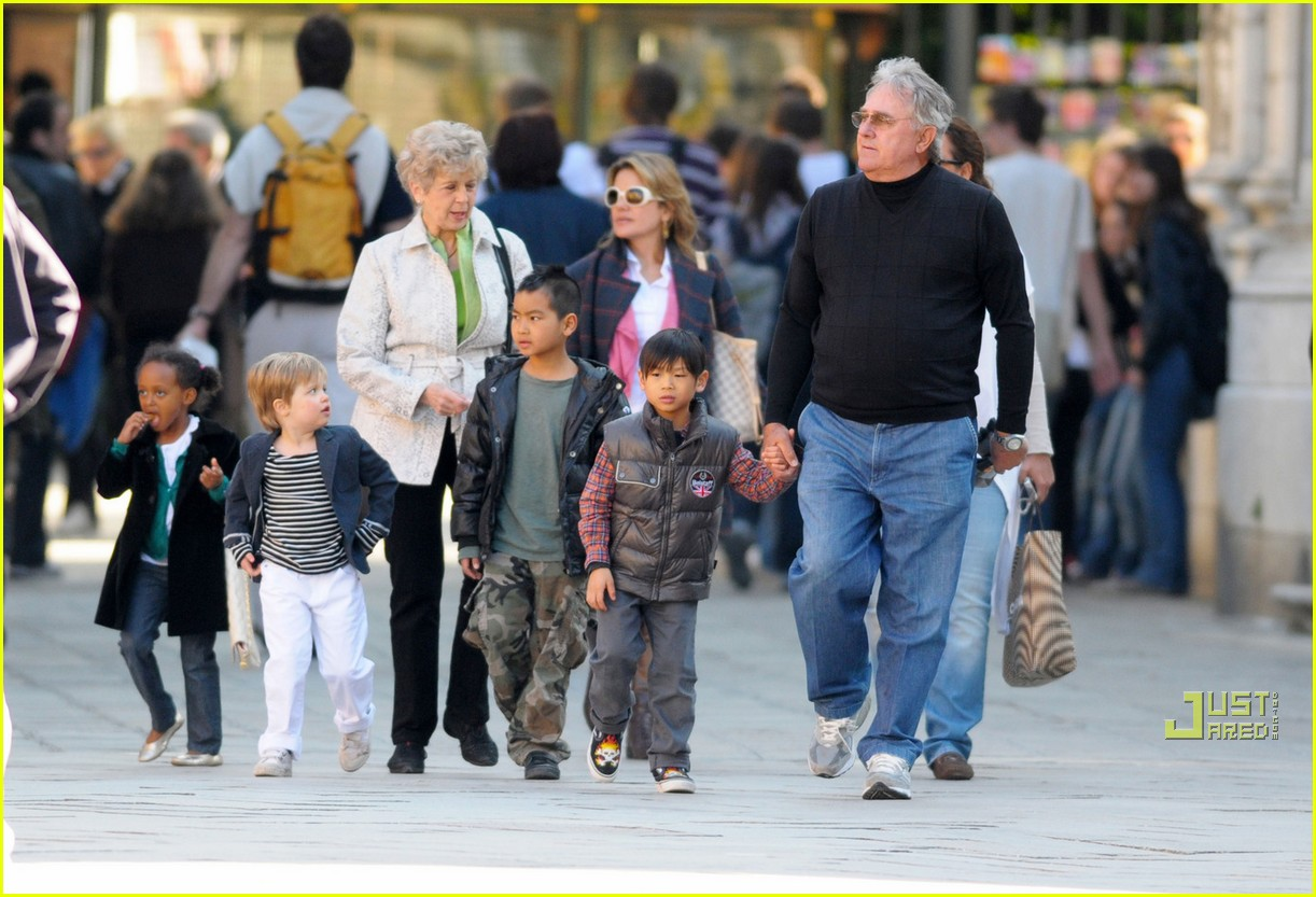 Grandpa and Grandma Pitt Visit The Kids