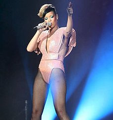 Rihanna Injured Ribs