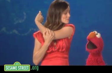 Jennifer Garner and Elmo - Screenshot