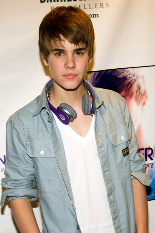 Justin Bieber Wearing His New Beats By Dre Headphones
