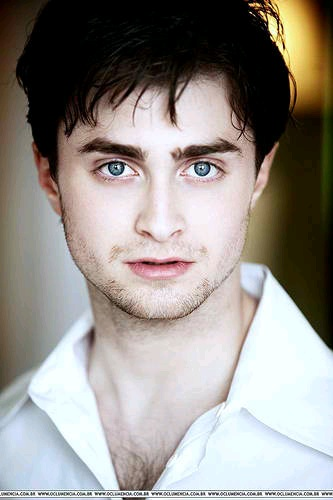 Featured image for Daniel Radcliffe Reveals His Teenage Affair with Booze