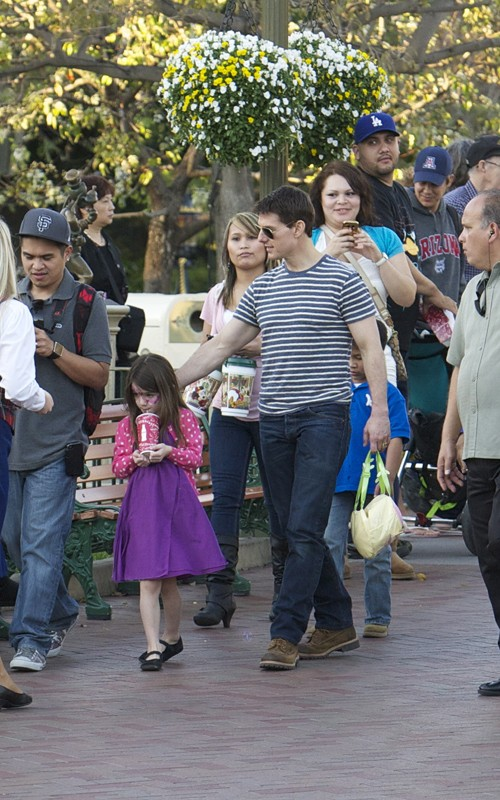 Tom Cruise Brings Suri To Disneyland