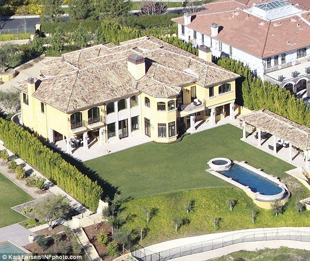 Kim_Kardashian_baby_mansion