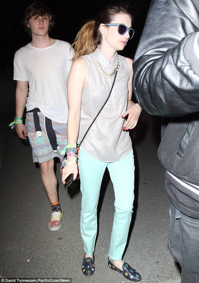 emma_roberts_evan_peters_coachella