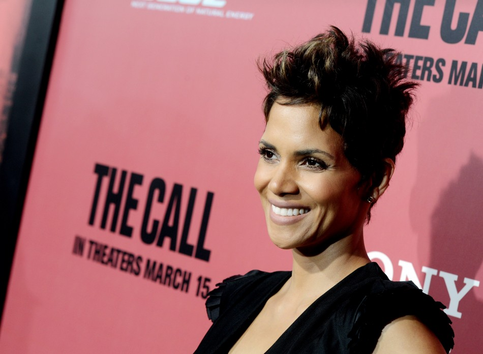 halle_berry_preggy_bump_2013
