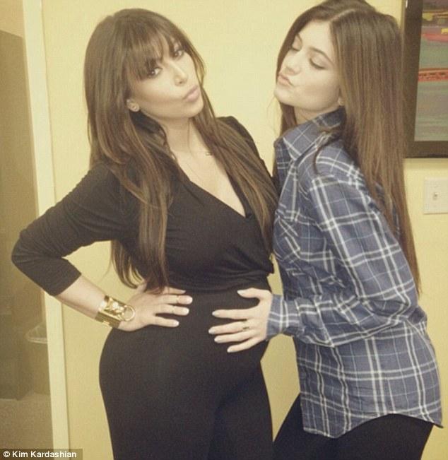 kimkardashian_pregnantbelly