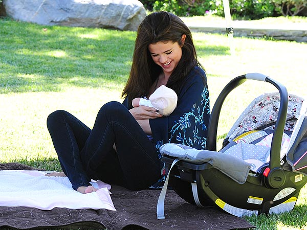 Featured image for Selena Gomez Spends Time With Baby Sis