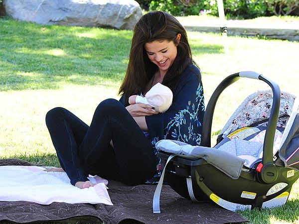 Selena Gomez & Gracie Elliott