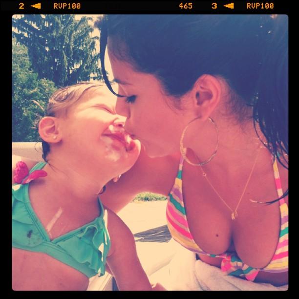selena_gomez_instagram_bikini_picture