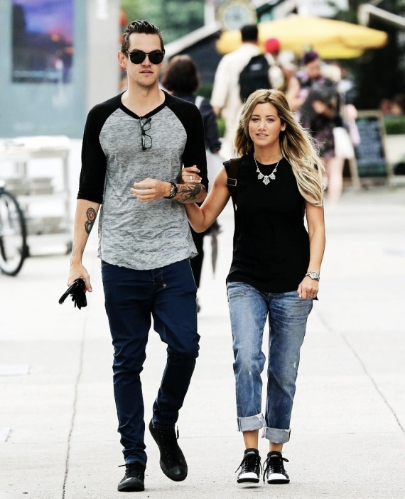 You might want to zoom in closely for Ashley Tisdale's ring. (Tumblr)