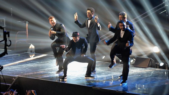 Justin and his boys from *NSYNC rock the VMAs anew. (Getty)