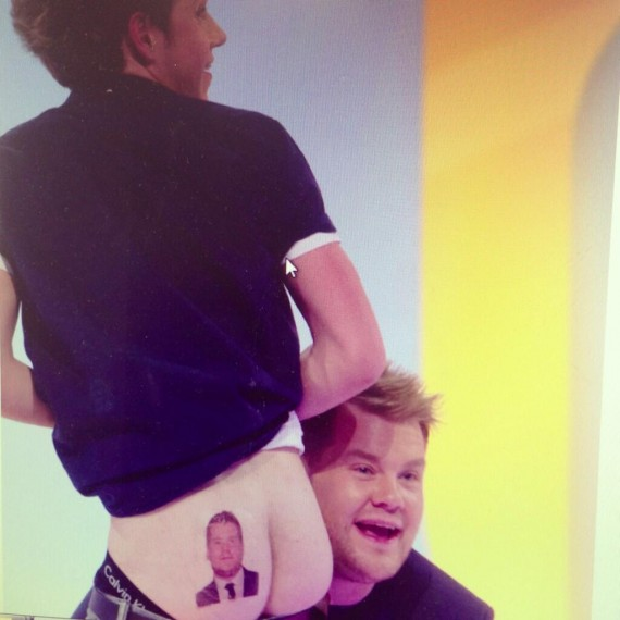 Niall Horan's not afraid to show some butt.