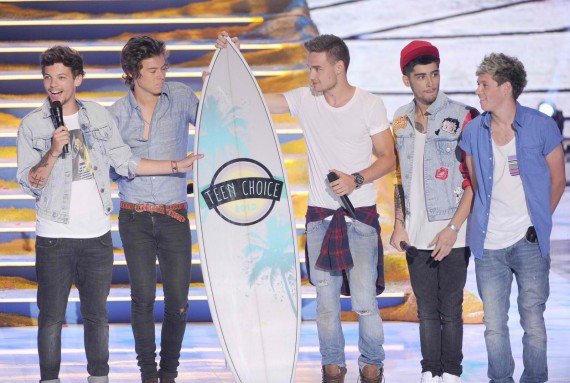 One Direction hits it big at the 2013 Teen Choice Awards. (Getty)