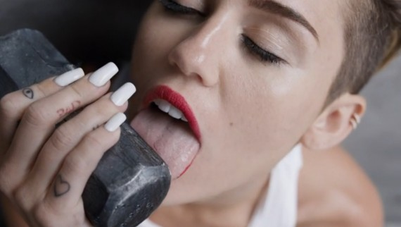 It's official: Miley Cyrus' tongue has a life of its own.