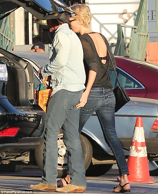 Featured image for Say It Isn't So, Charlize! Charlize Theron Romance With Sean Penn Confirmed