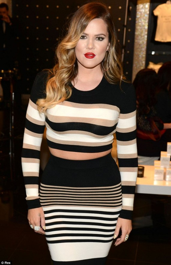 Featured image for Khloe Kardashian Flaunts Her Figure (And Lives Out Of Her Car?)
