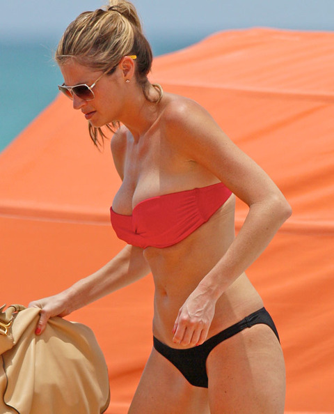 Erin Andrews bikini candids