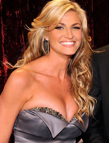 Erin Andrews sexy cleavage
