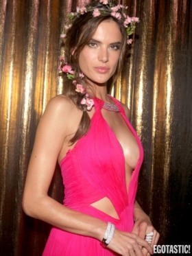 Alessandra Ambrosio hot cleavage